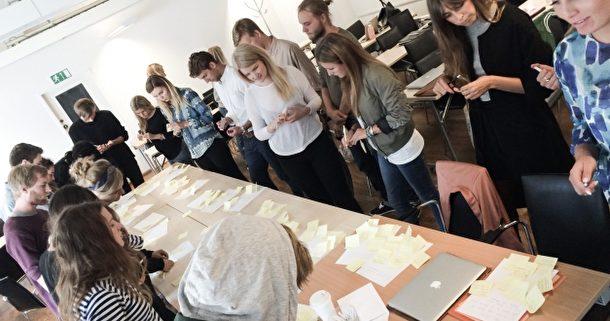 berghsstudenter jobbar med sina affarsideer