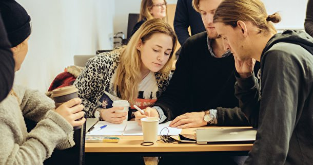 Studenter till artikel om produktionsledning