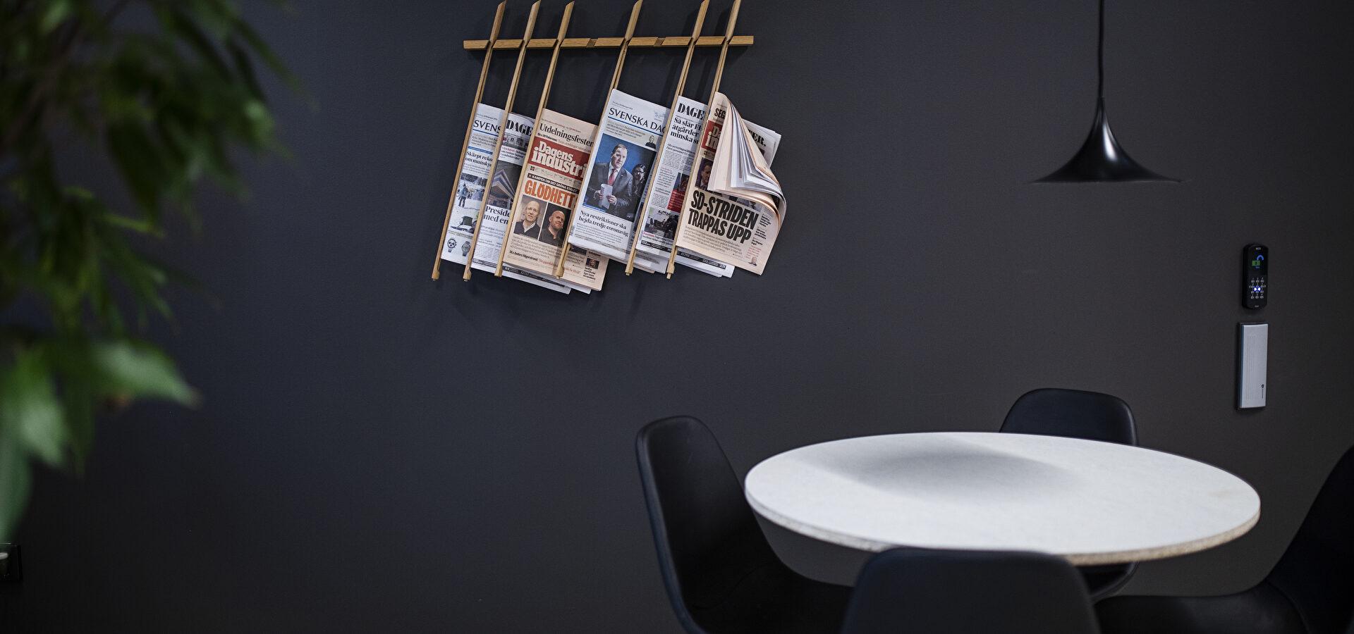tidningar_bord